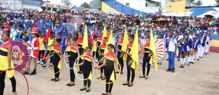 Os desfiles foram feitos com emoção pelas escolas