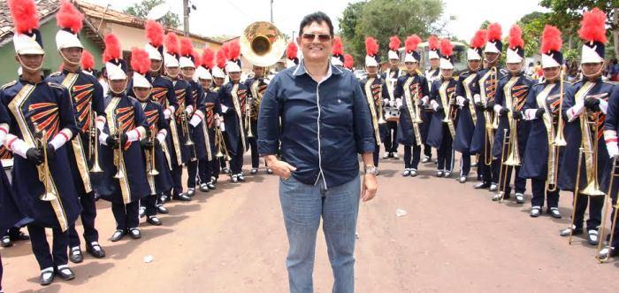 O prefeito Amaury Almeida fez questão de prestigiar o ato cívico