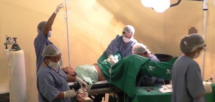 paciente sendo submetido a um dos procedimentos