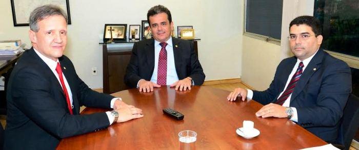 Aluísio, com Márcio e o presidente da Funasa