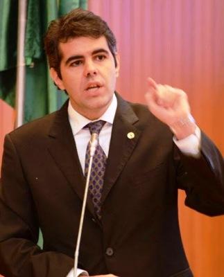 Adriano Sarney criticou votações a toque de caixa