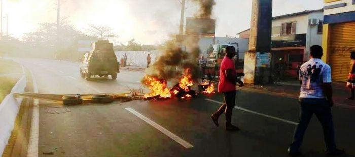 Moradores do Coroado já até bloquearam a Africanos, para orçar o trabalho da prefeitura; não adiantou