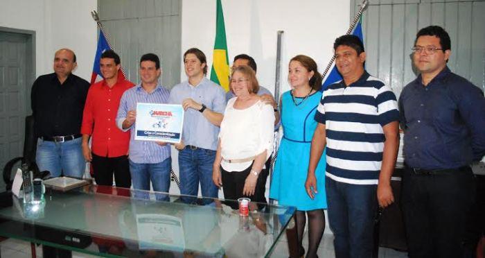 Gil Cutrim, com Glalbert Cutrim, Leo Coutinho e demais prefeitos: pacto de união