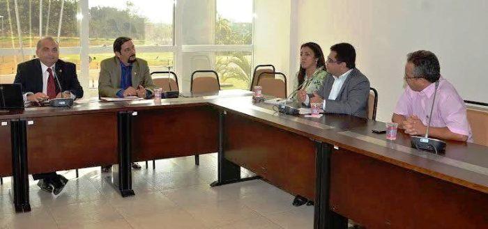 Júnior Verde e Fábio Braga com os representantes municipais