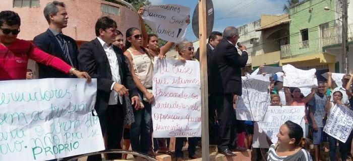 Vreadores que se posicionaram contra o reajuste do repasse se juntaram à população