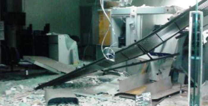 Em P. Dutra, a agência do BB ficou assim, após mai uma explosão