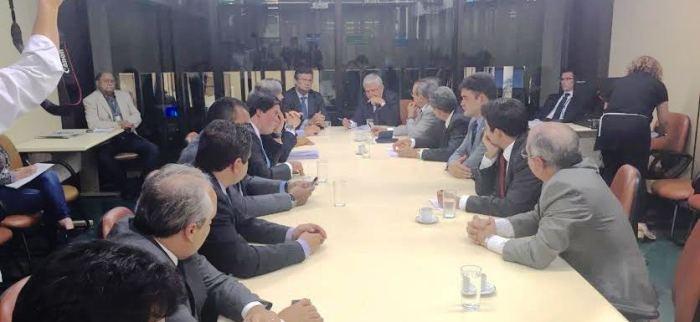 Hildo Rocha e os demais deputados na reunião com Flávio Dino e representantes do Orçamento da União