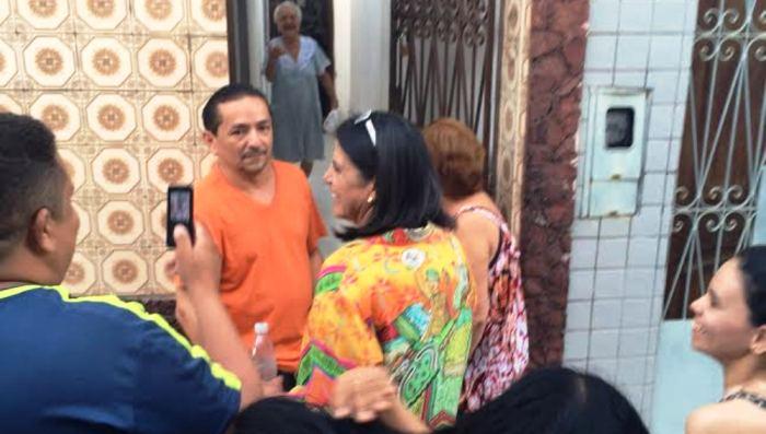 Os vizinhos também quiseram conversar com Roseana, que atendeu a todos