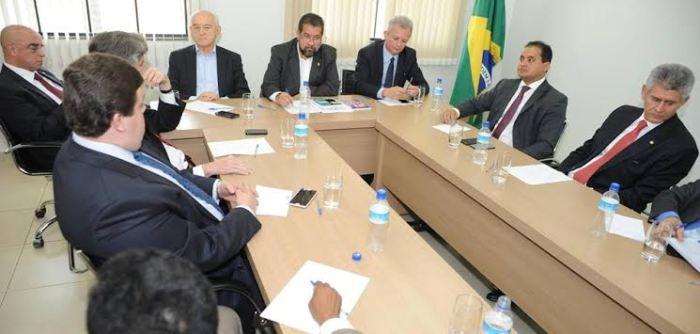Weverton com Calors Lupi, Manoel Dias, André Figueiredo e o demais deputados