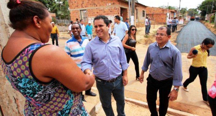 Edivaldo com Antonio Araújo no São Raimundo: asfaltamento
