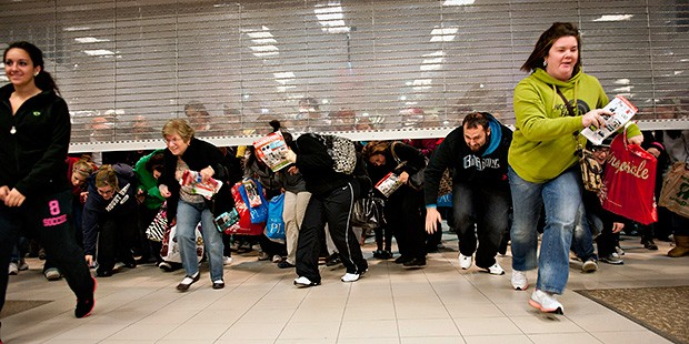 Consumidores em dia de Black Friday: tumulto generalizado
