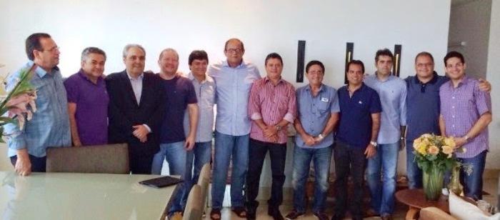 Os deputados com Humberto Coutinho: muitos deles já questionam o porquê dos atuais líderes