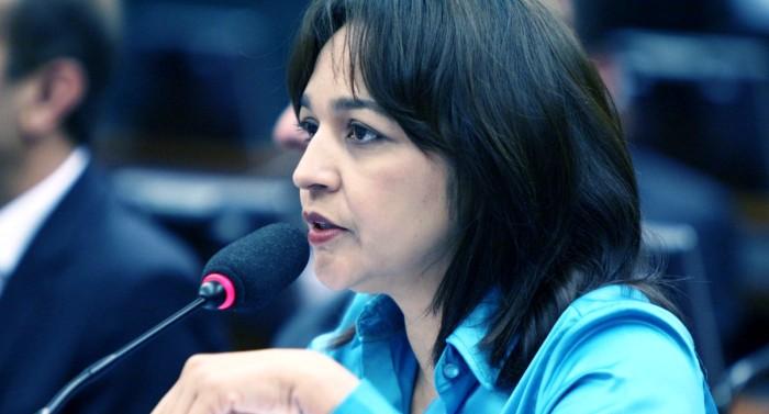 Eliziane quer melhorias no aeroporto de São Luís