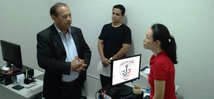 Coordenador do projeto, o juiz Euláio Figueiredo conversou com os servidores da unidade...