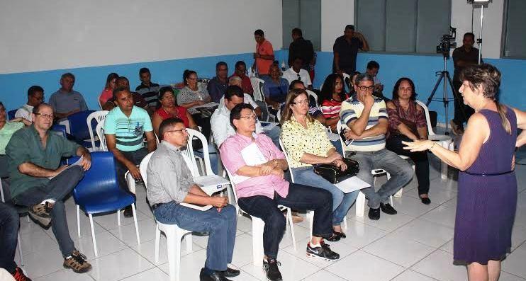 Amaury Almeida demais membros do consórcio ouvem palestra sobre controle social