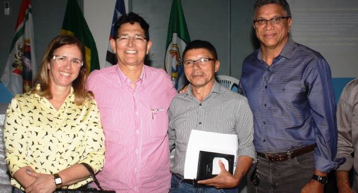 O preidnete do Conguarás com os participantes do ncontro