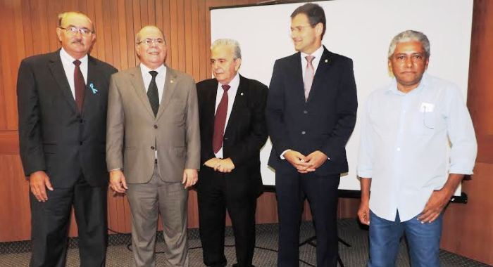 Hildo Rocha com César Pires, Pedro Fernandes e demais membros da audiência
