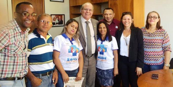 Hildo Rocha com representantes dos agentes de endamias