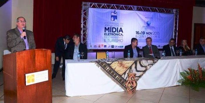Hildo Rocha discursa no encontro de Mídias