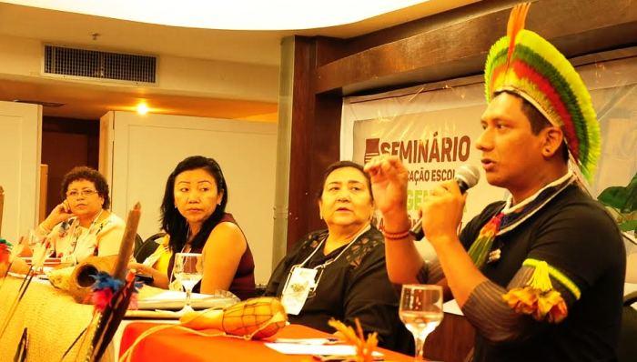 Liderança indígena fala no seminário do Governo do Estado