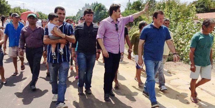 Com o prefeito Ozias e o deputado Stênio Rezende em caminhada nas ruas do município