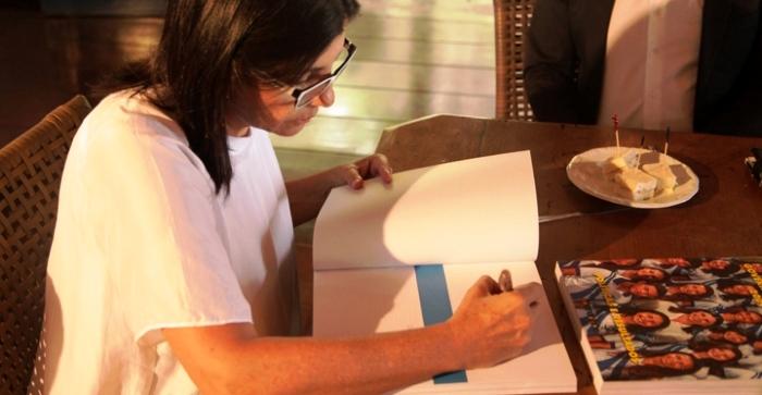 Roseana autografa livro sore os eu governo (imagem: Daniel Moraes/Imirante)