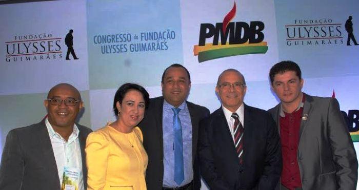 O novo presidente com Roberto Costa, Eliseu Padilha e militantes do PMDB