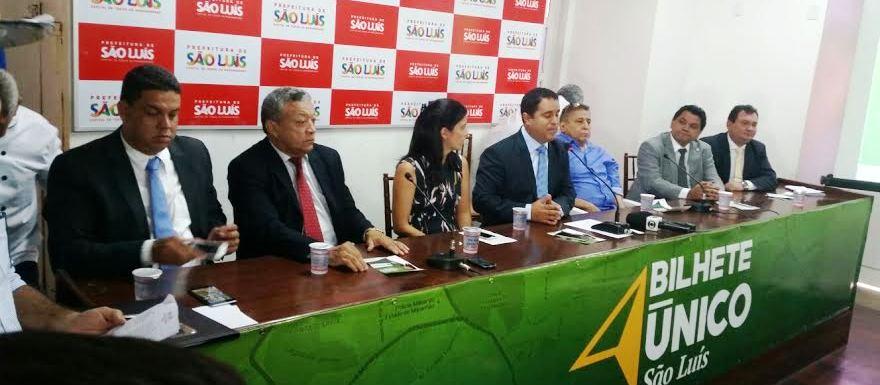 Edivaldo com Canindé e autoridades no cumprimento da promessa de campanha