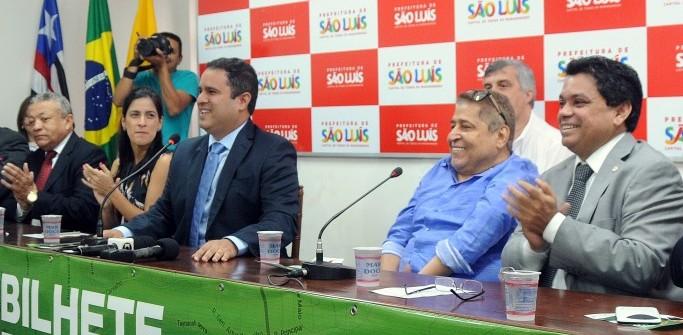 Edivaldo Júnior, com Canindé e Márcio Jerry, comemoram projeto