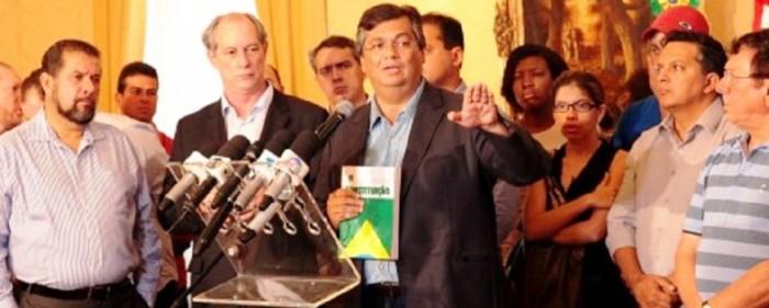 Flávio Dino com a Constituição em mãos e os aliados do PT e do PDT: PSDB está em outra frente...