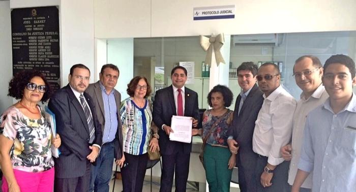 Zé Inácio e lideranças petistas no protocolo da Justiça Federal