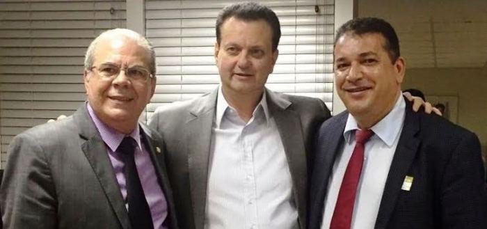 O deputado, com o  ministro e com o prefeito
