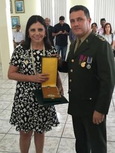 Roseana exibe a medalha
