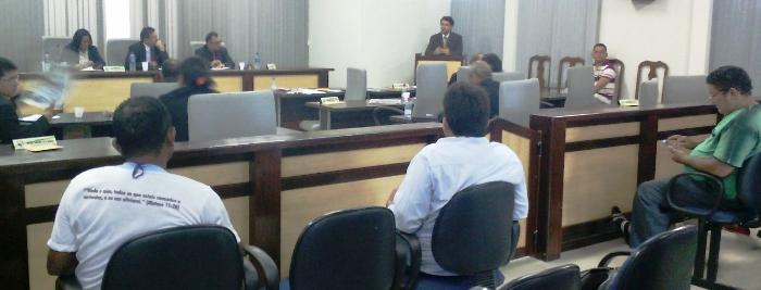 Vereadores durante a sessão que votou o projeto da prefeitura