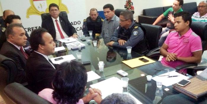 Alan Linhares, com o secretário Jefferson Portela, comunitários e lideranças de Bacabeira