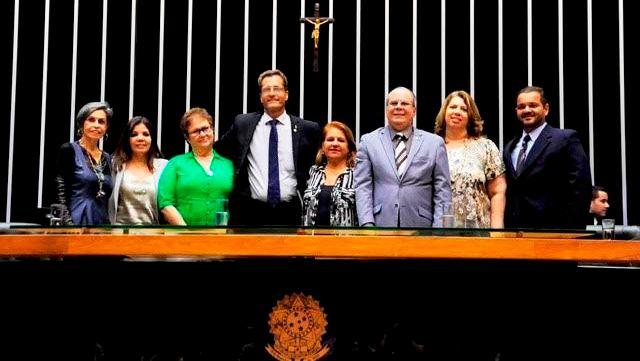 O parlamentar com os colegas e representantes da Fonoaudiologia