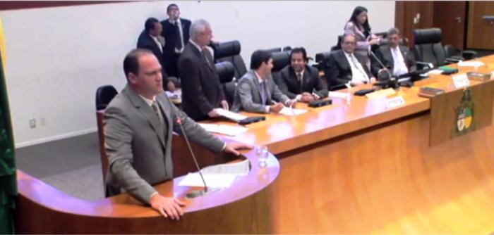 Sousa Neto ocupa a tribuna para defender policiais militares e civis no Maranhão