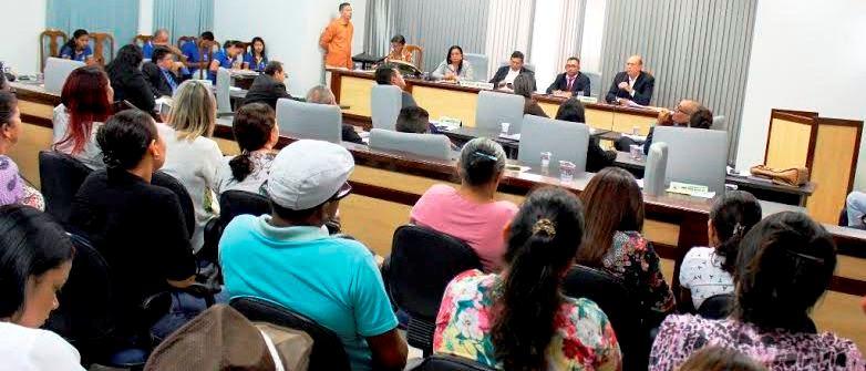 O prefeito explicando os trâmites do convênio com a prefietura