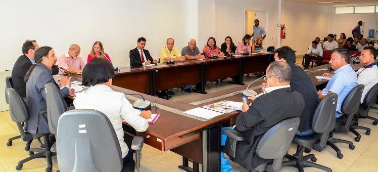 Verde no comando da reunião da Frente Parlamentar