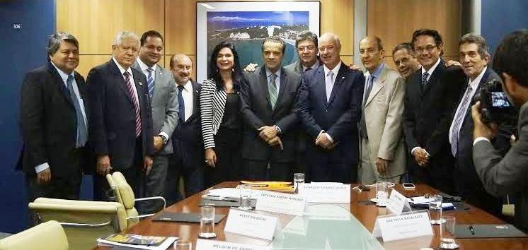 O deptuado com o ministro e os representantes do Turismo