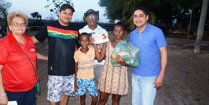 Zé Inácio e famílias distribuem cestas básicas em comunidades em sua terra natal