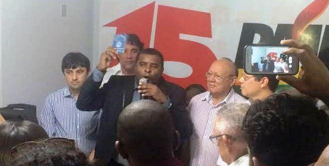 Câmara exibe carteira assianda de funcionário do PMDB; e agora seu presidente em São Luís