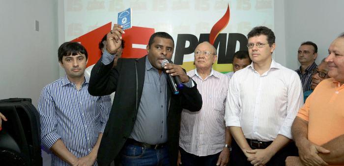 De carteira em punho, Câmara destaca sua trajetória no PMDB: de funcionário a presidente...