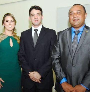 ..E ao lado de Thiago Diaz e esposa