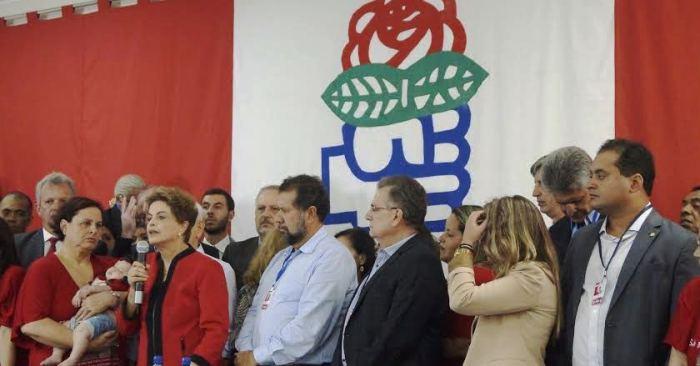 ...E acompanhou atentamente o discurso da presidente Dilma