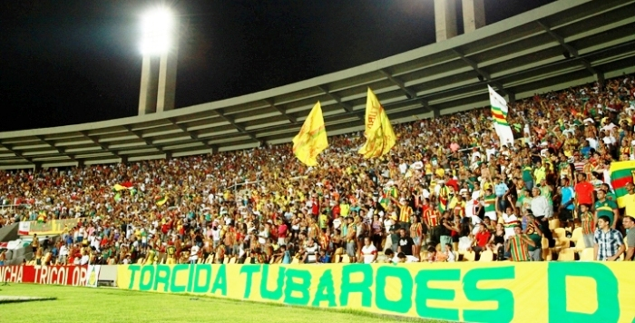 Castelão lotado em jogo do Sampaio; futebol como propaganda comunista
