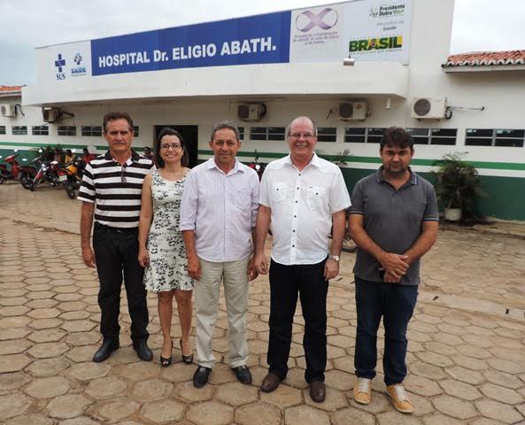 O deputado tbm posou com lideranças de P. Dutra