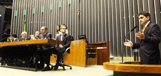 Juscelino em ação na Câmara: trabalho também por Stª Inês