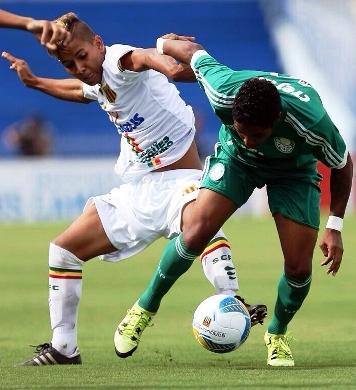 O volante Kaíco disputa bola com atacante palmeirense, no jogo anterior...