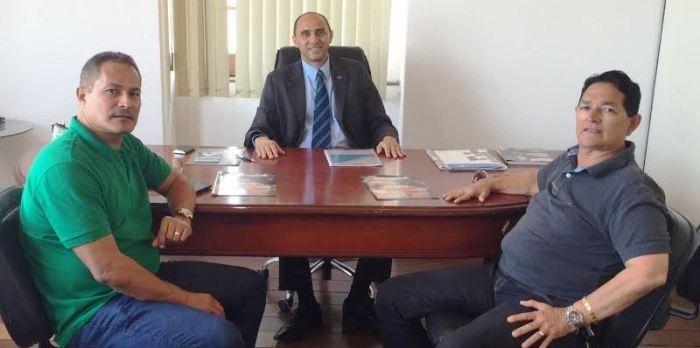 O presidente do Conguarás, Amaury Almeida, e o diretor do staff da Reitoria do IFMA, Agenor Almeida, visitaram o diretor superintendente do Sebrae no Maranhão, João Martins.